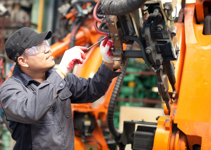 Ricketts to visit Nebraska cities to honor manufacturing