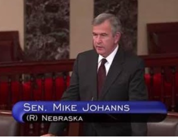 Courtesy/ U.S. Senator Mike Johanns' Office.   U.S. Senator Mike Johanns takes to Senate floor on Thursday November 20, 2014 to honor Gov. Dave Heineman.
