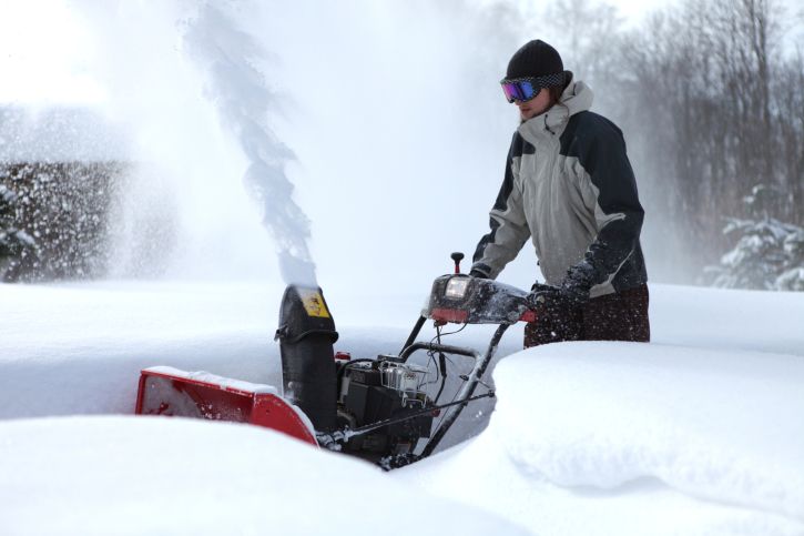 16″ of snow at KNEB; Bluffs continuing to windrow streets