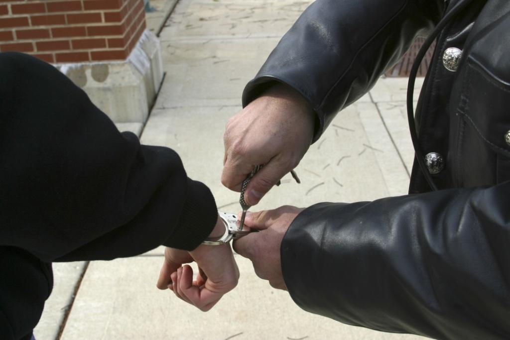 Nebraska prison worker arrested in drug investigation