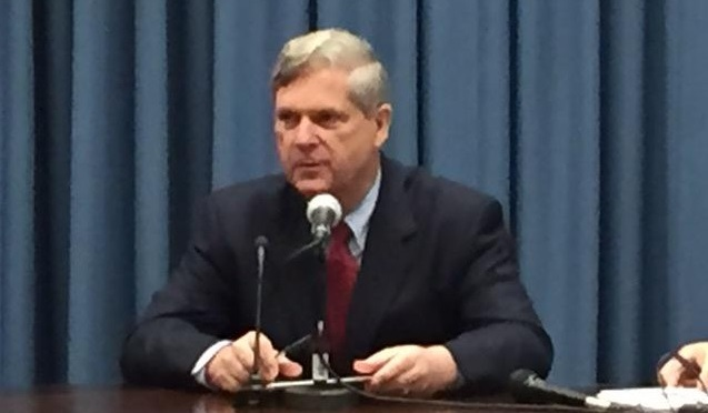 Ag Secretary Tom Vilsack visiting with Farm Broadcasters Tuesday.  (RRN Photo)