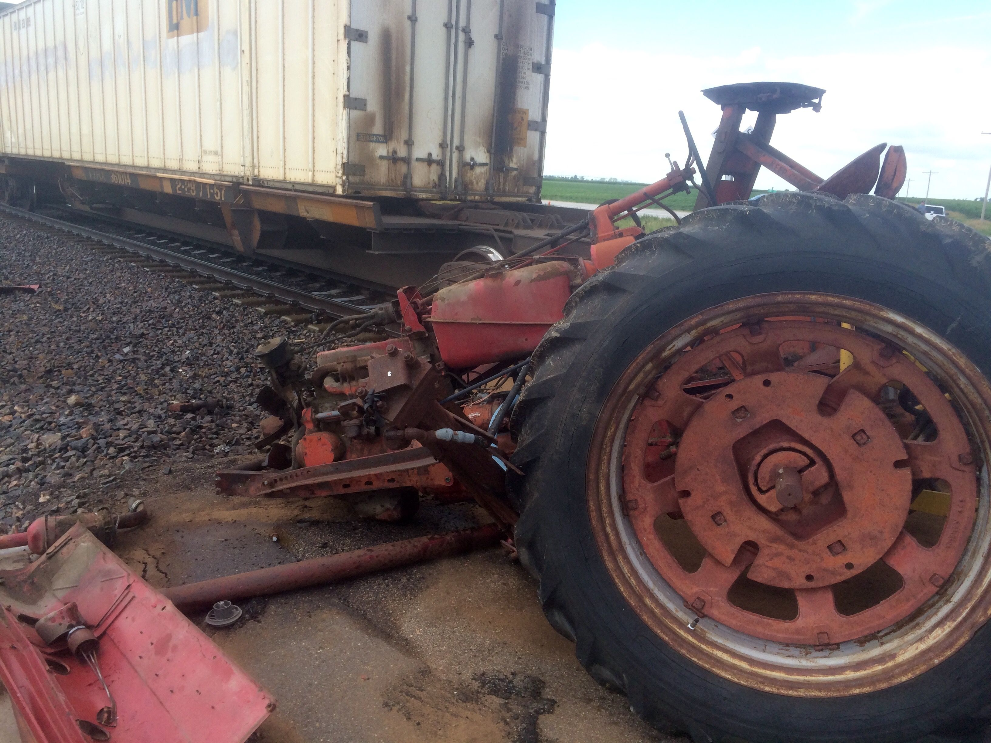 Tractor Pulling Train : Train smashes through stalled tractor york s max country