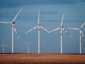 Iowa State research finds wind turbines good for crops