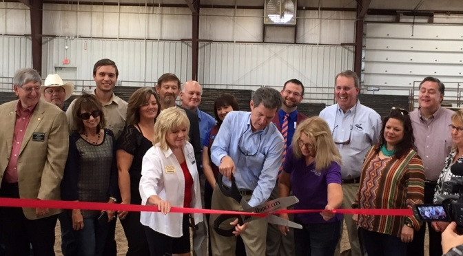 Kansas Gov. Sam Brownback (center) cuts the ribbon on this year's 3i Show in Dodge City. (RRN Photo)