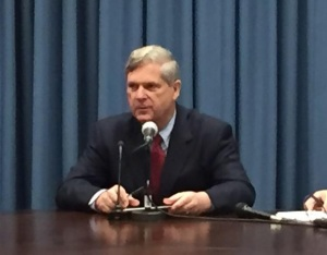 Vilsack, lawmakers urge end to Cuban trade embargo
