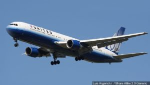 United flight lands safely after landing gear problem