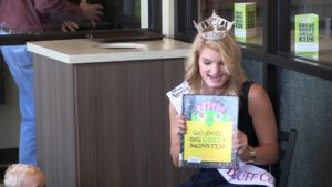 Miss Scotts Bluff County helps with library fundraiser