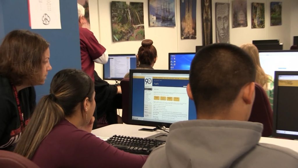 Scottsbluff High School helps seniors apply to college