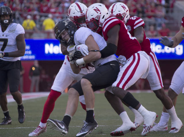 Huskers continue preparations for Badgers