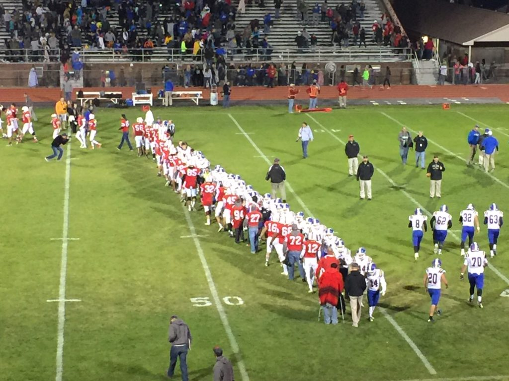 Scottsbluff routs Gering, Friday night football scores