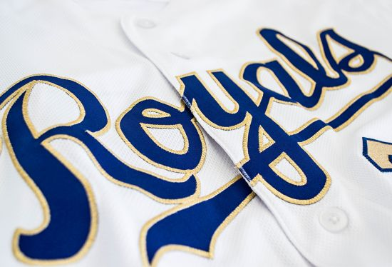 Royals to revise golden threads jerseys and caps for 2017