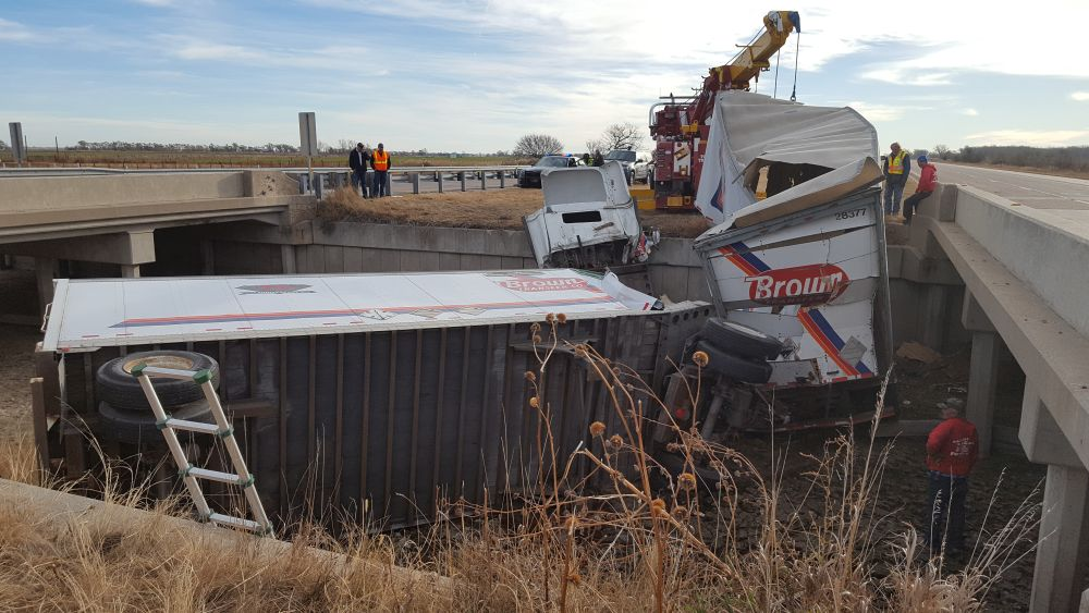 (Update) One death in single semi accident near Cozad, driver identified