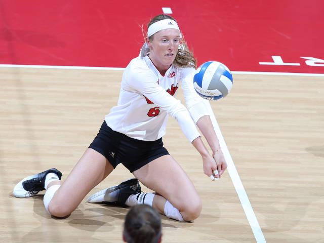 Huskers Sweep New Hampshire in NCAA Opener
