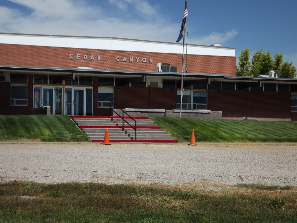 Gering School Board votes to close Cedar Canyon elementary
