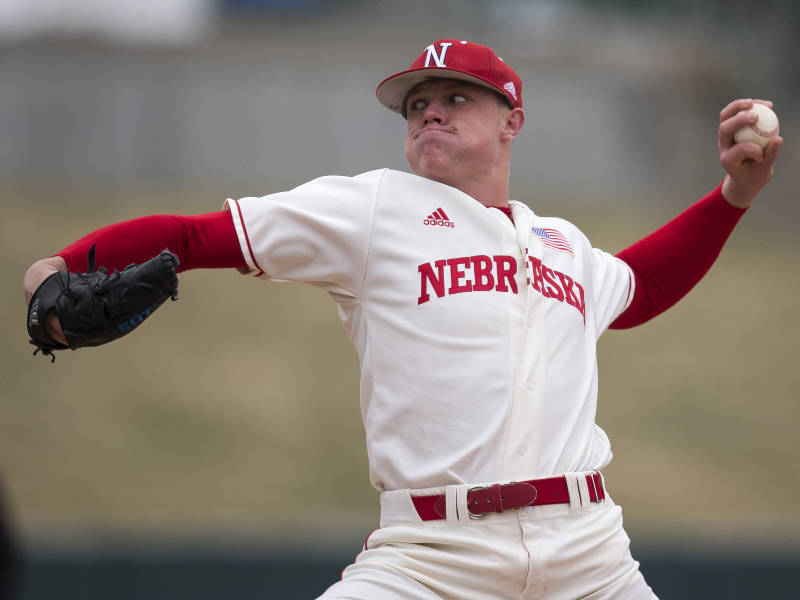 Huskers Win 6-2, Sweep Cougars