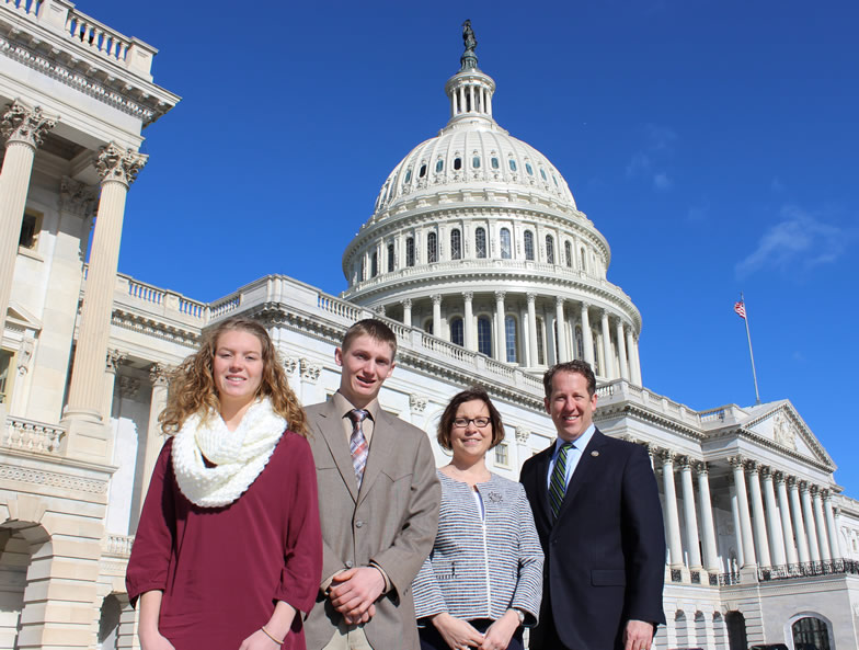 Smith Visits with Nebraska 4-H Students During National Conference Trip