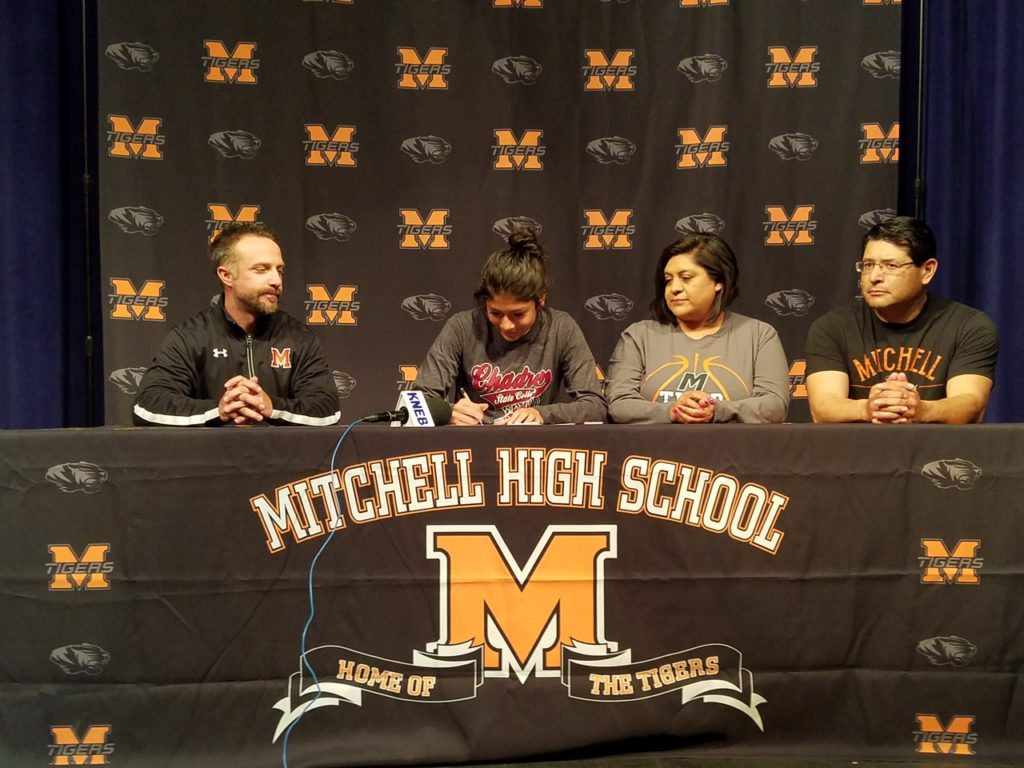 (AUDIO) Mitchell star Cardona chooses basketball and Chadron State