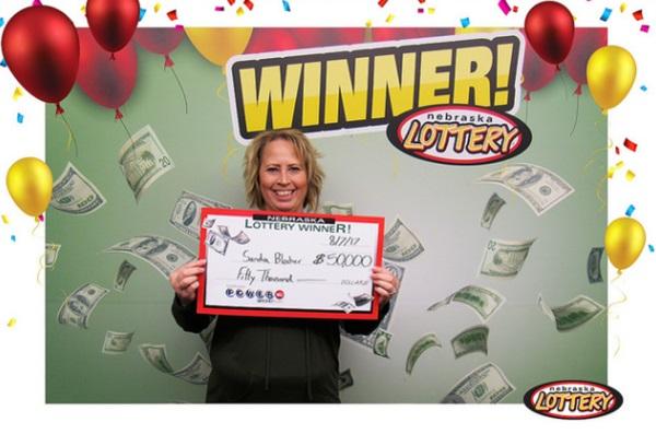 Lexington Woman Wins $50,000 Playing Powerball