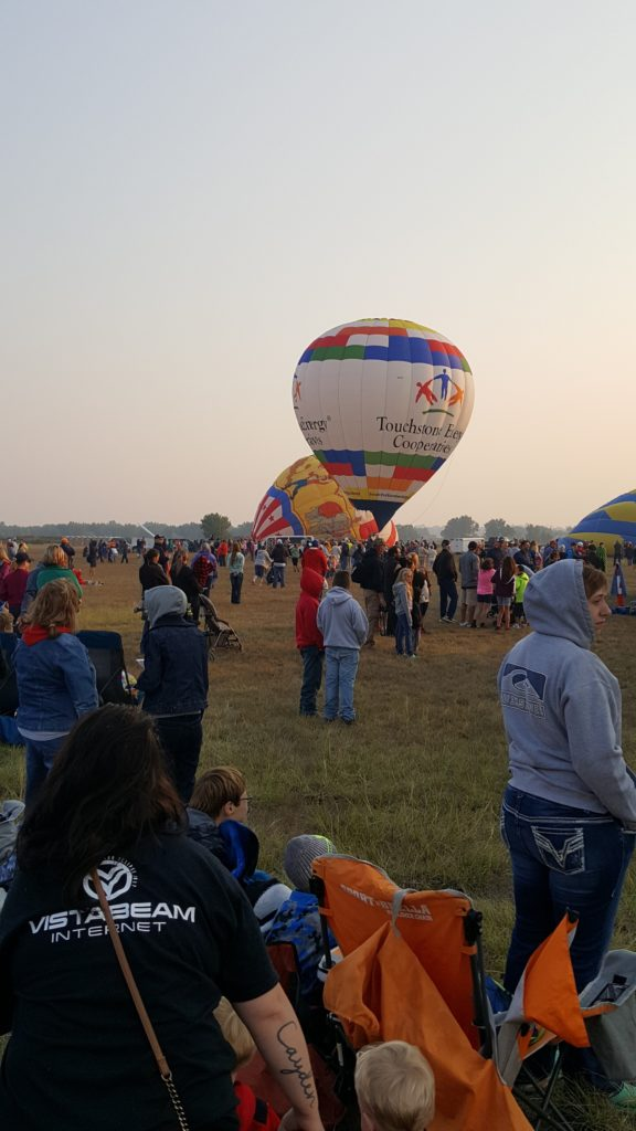 Spectacular Saturday morning launch kicks off 2017 Old West Balloon fest