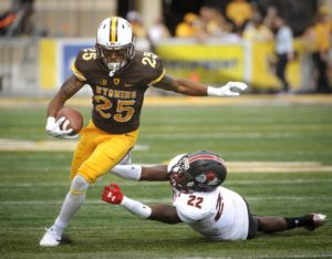 Wyoming and Oregon Battle in Meeting of Mountain West and Pac-12