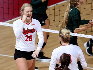 Huskers continue hot play