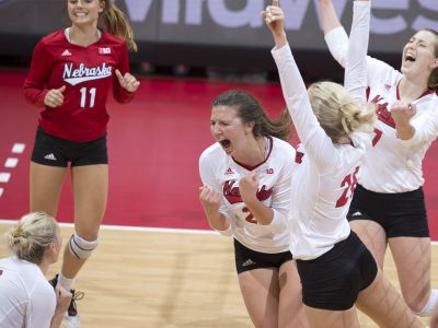 Huskers Topple Badgers In Five Sets