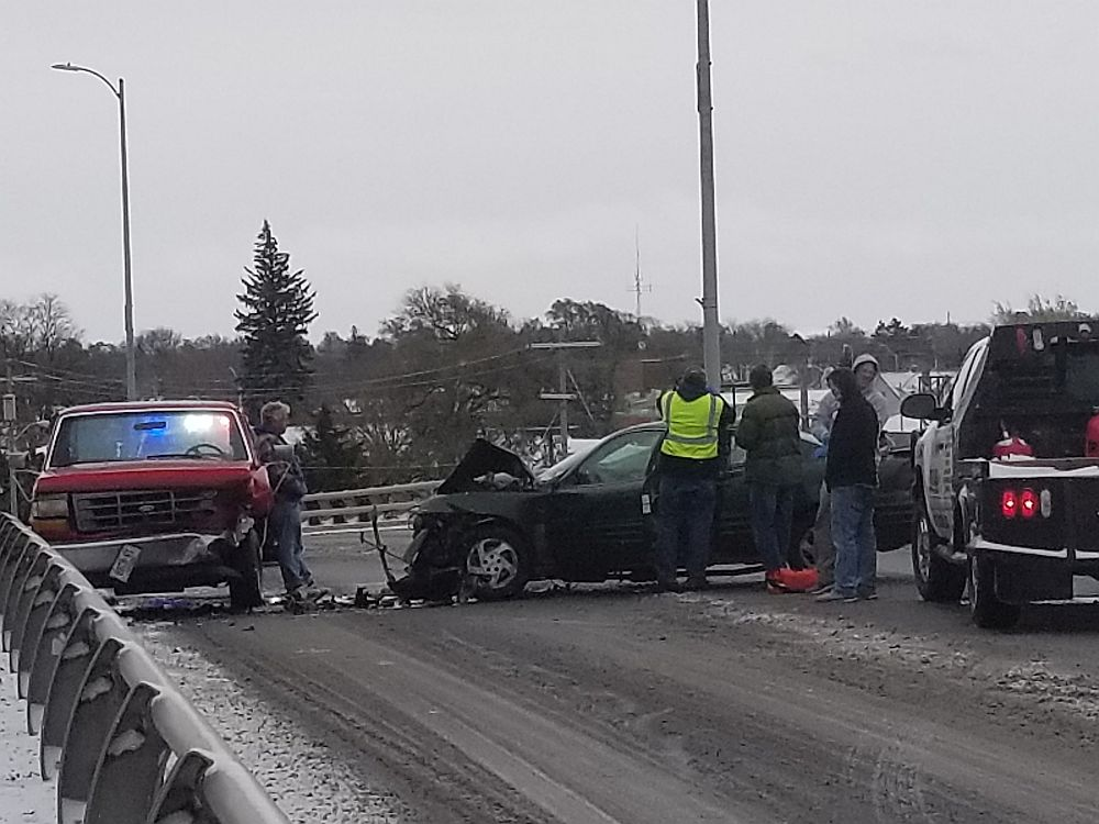 Lexington accidents at intersection and on overpass
