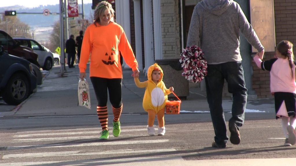 Gering Merchants Association hosts downtown trick-or-treating