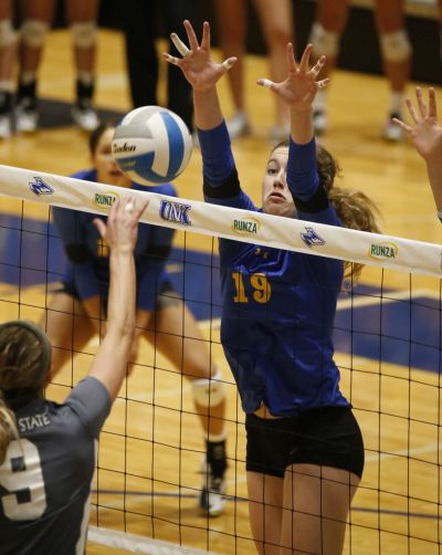 Lopers Sweep Emporia State