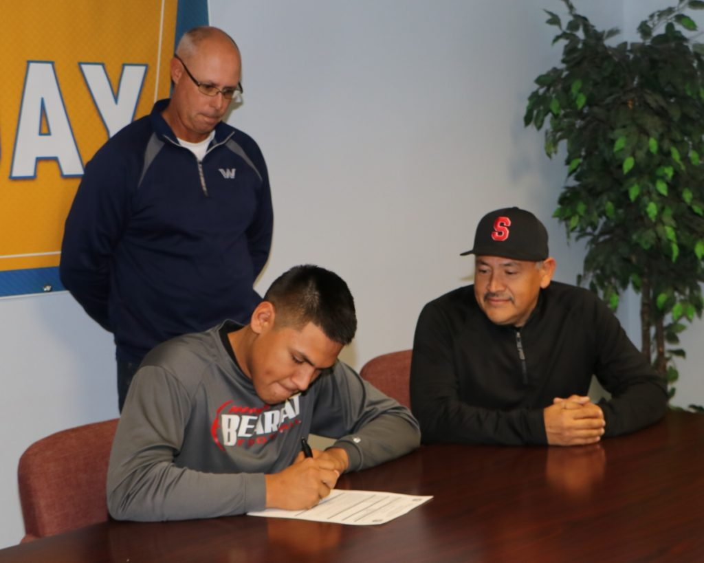 Scottsbluff's Panduro inks with WNCC baseball