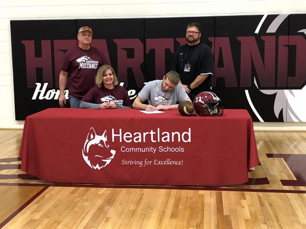 Heartland's Boehr signs letter of intent to play football at Morningside