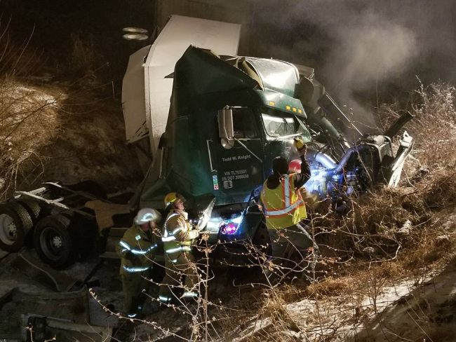 Colorado man suffers serious internal injuries after semi accident near Waco exit