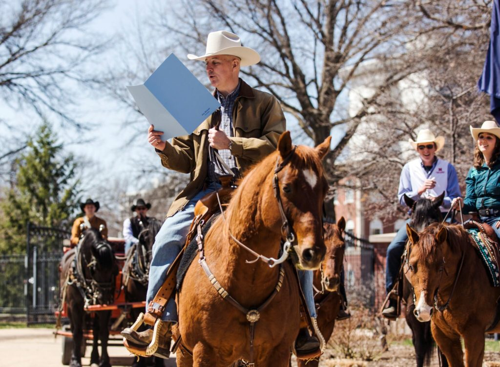 (Video) Governor Ricketts proclaims Rodeo Week in Nebraska