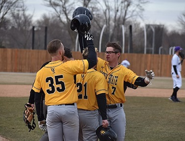 Wayne State Baseball splits with Winona State