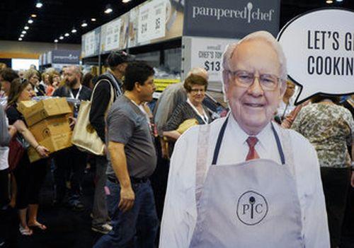 Buffett's company reports a $1.1B 1Q loss on paper losses