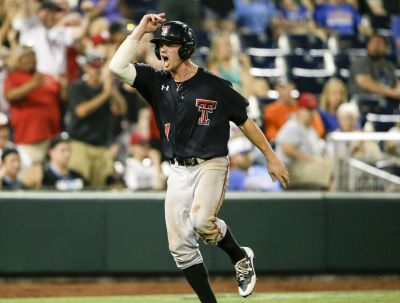 Arkansas knocks off Texas Tech at CWS