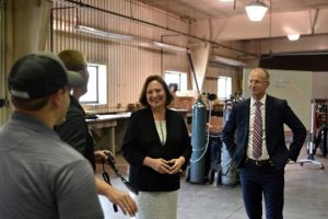Senator Fischer, FCC commissioner visit Northeast campus