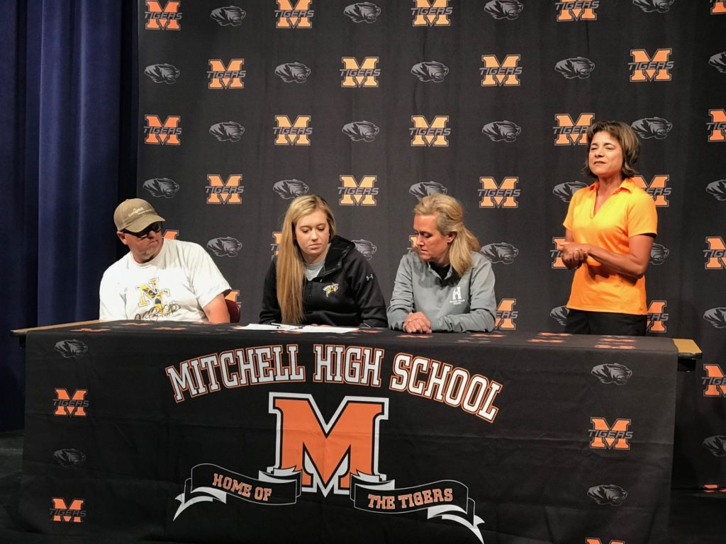 (AUDIO) Mitchell's Schwartz signs with Black Hills State