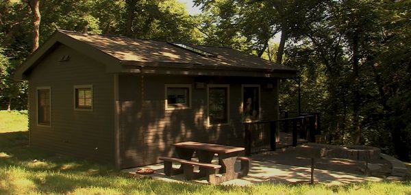 (VIDEO) Nebraska state park unveils new 'glamping' cabins