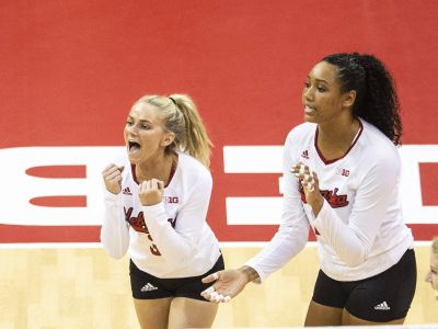 Huskers Sweep Oregon