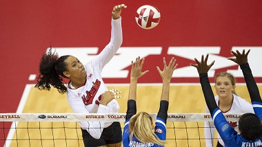 Huskers Fall to No. 7 Florida in Opener