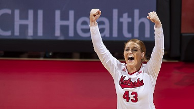 (Video) Nebraska volleyball continues win streak
