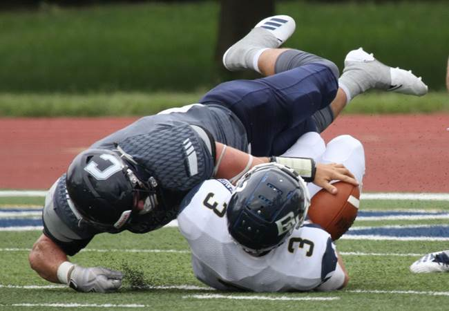 (Audio) Durdon bursts for 250 yards in squeaker over BVU