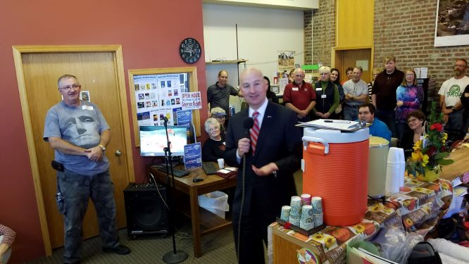 (Audio) Governor Ricketts Stops By Verdigre – Also Talks To KTIC Radio
