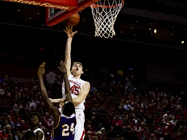 Husker Men lose late at Minnesota