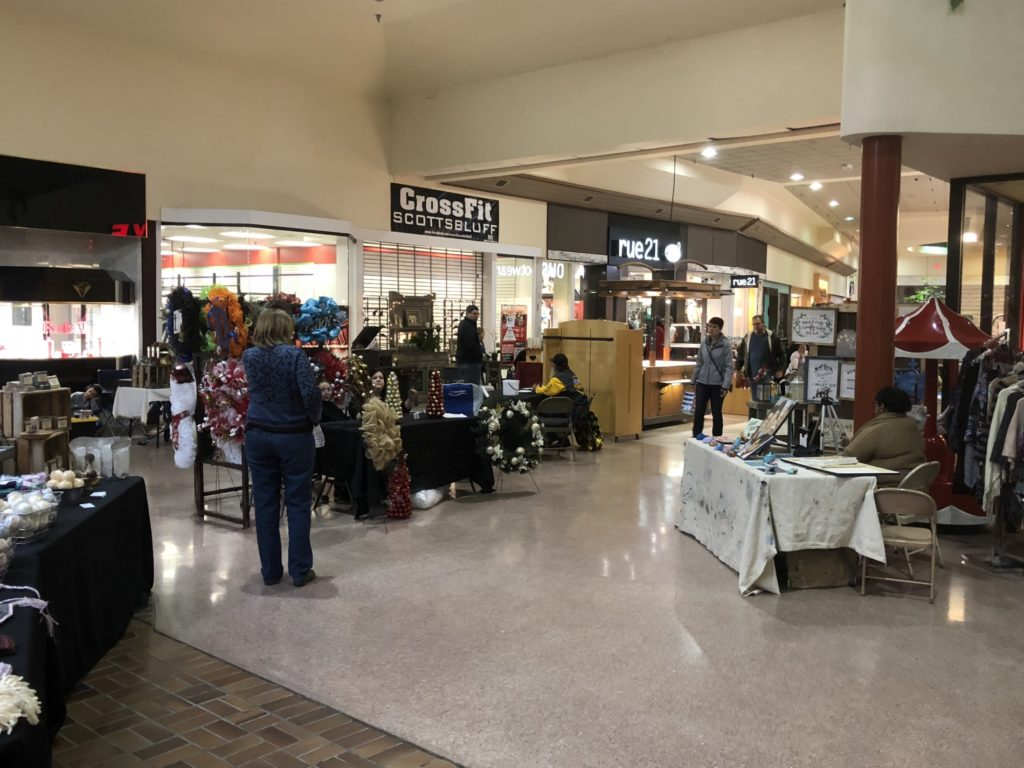 Local vendors, crafters showcasing offerings at Monument Mall Christmas Expo