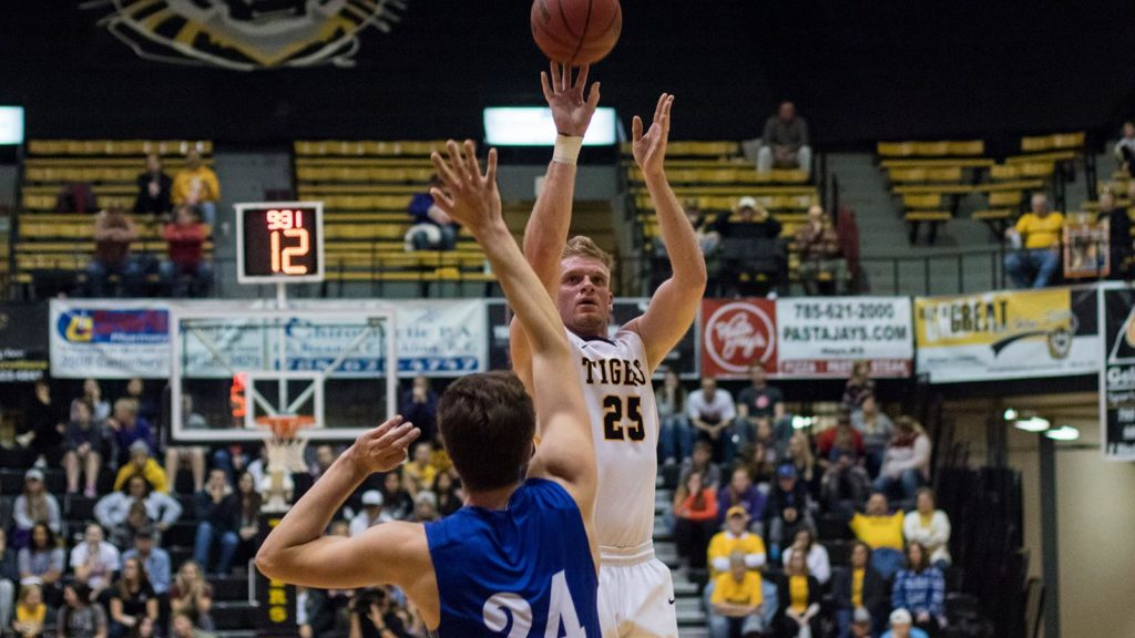 Tigers Edge Lopers In Double Header