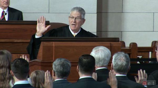 13 new Nebraska senators take oath of office