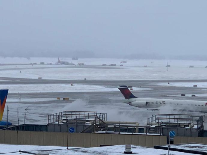 (UPDATE) Eppley Reopens After Plane Slides Off Runway