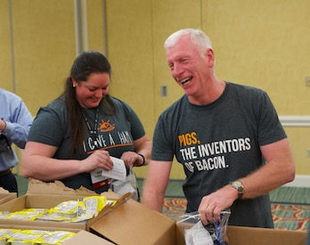 Pig Farmers Pack 900 Meals for Orlando-Area Children
